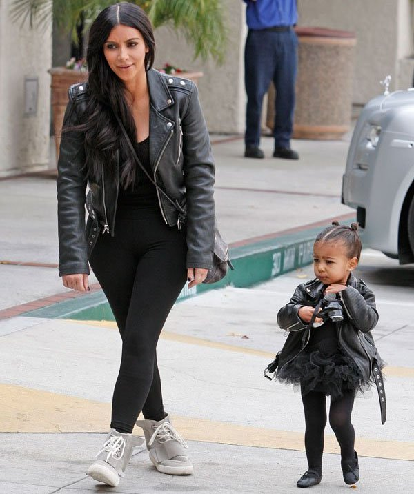 kim-kardashian-jaqueta-couro-with-north-west