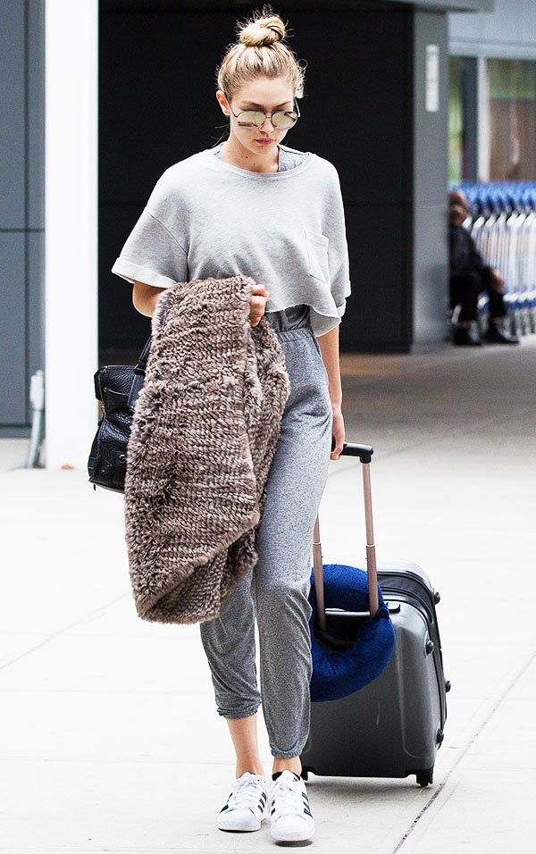 gigi-hadid-airport-look-sweatpants