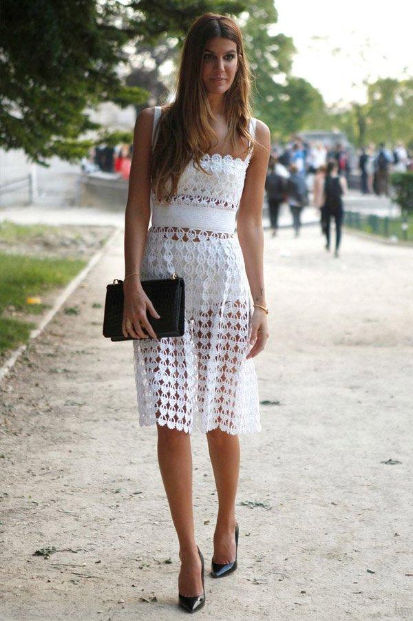 dress-white-lace-street-style-black-clutch-scarpin