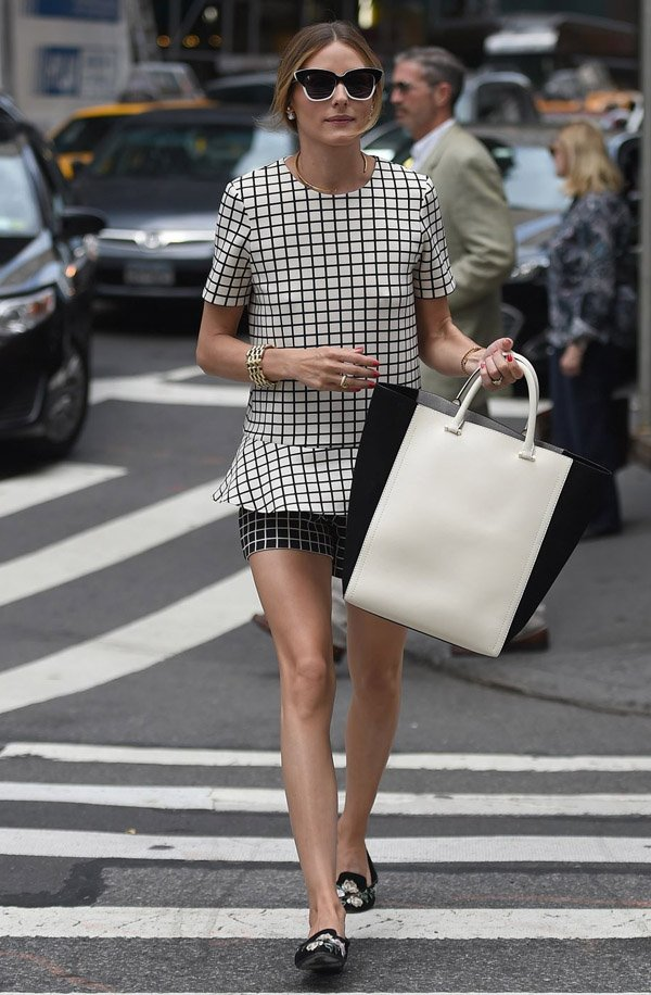 olivia-palermo-street-style-black-and-white-print-flat-casual