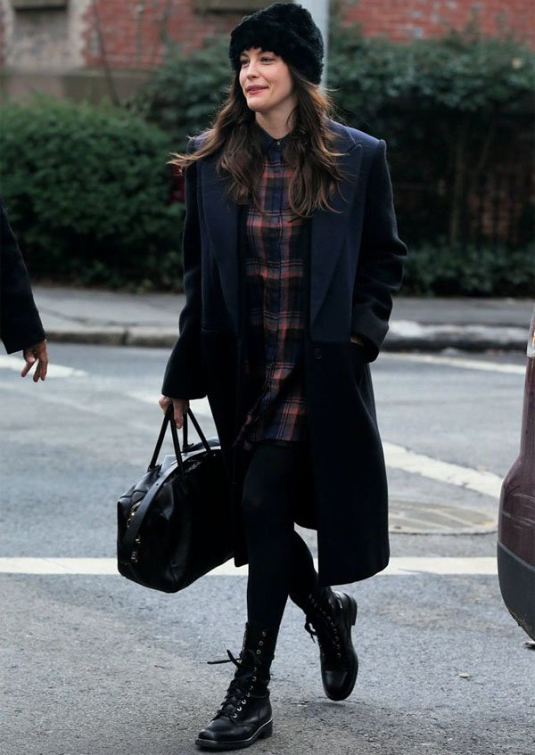 liv-tyler-look-street-style-inverno-trench-coat