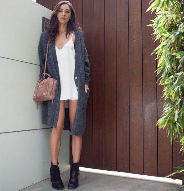 e1fcd26c5b look-street-style-vestido-branco-bota-casaco-cinza. Cardigan