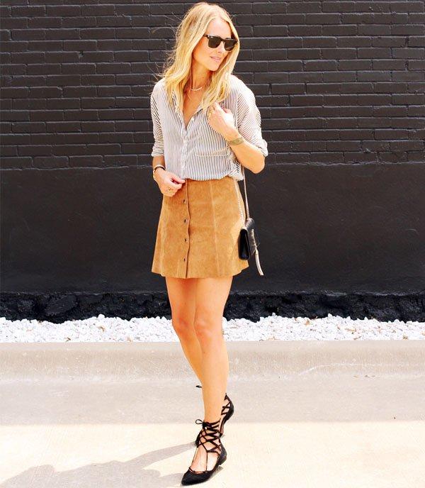 look-saia-suede-de-botoes-com-camisa-listrada