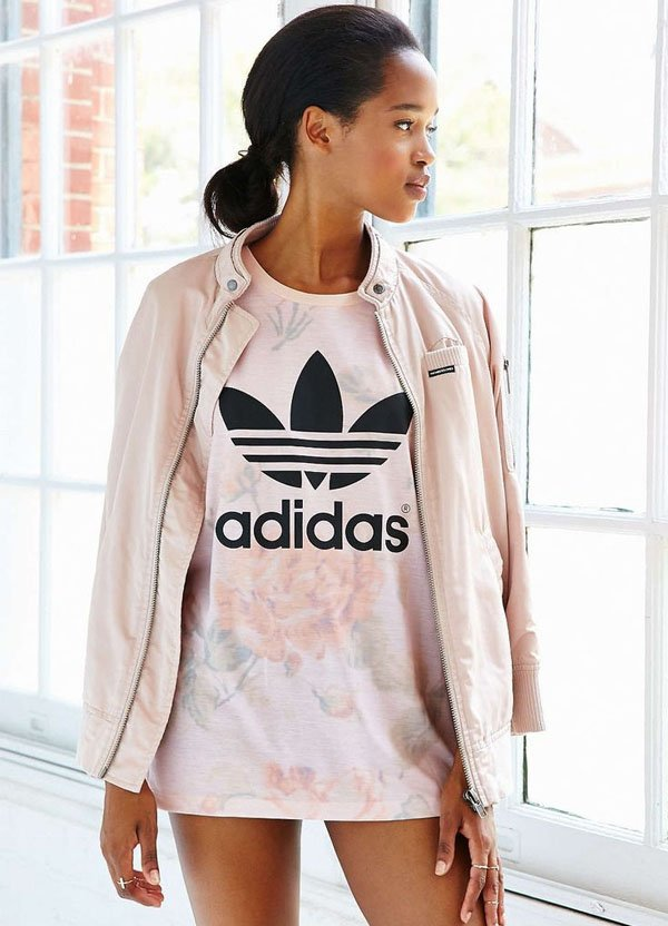 look-todo-rosa-t-shirt-jaqueta-adidas-originals