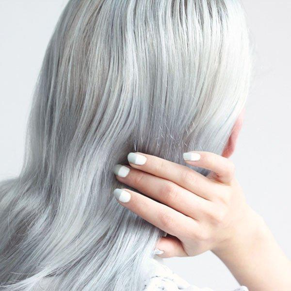 manicure-metade-branco-metade-cinza-estilo