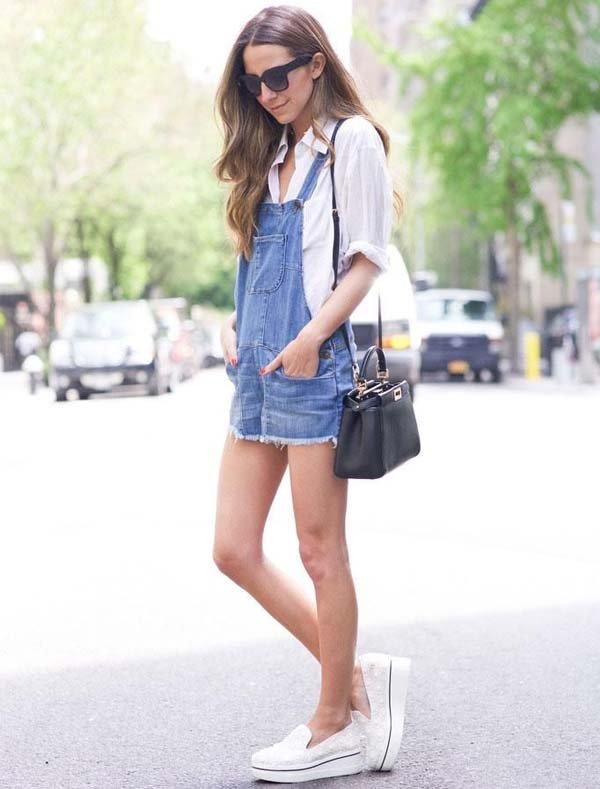 look-jardineira-jeans-verao-camisa-branca