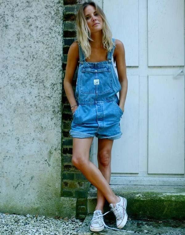 look-jardineira-sem-blusa-tenis-converse