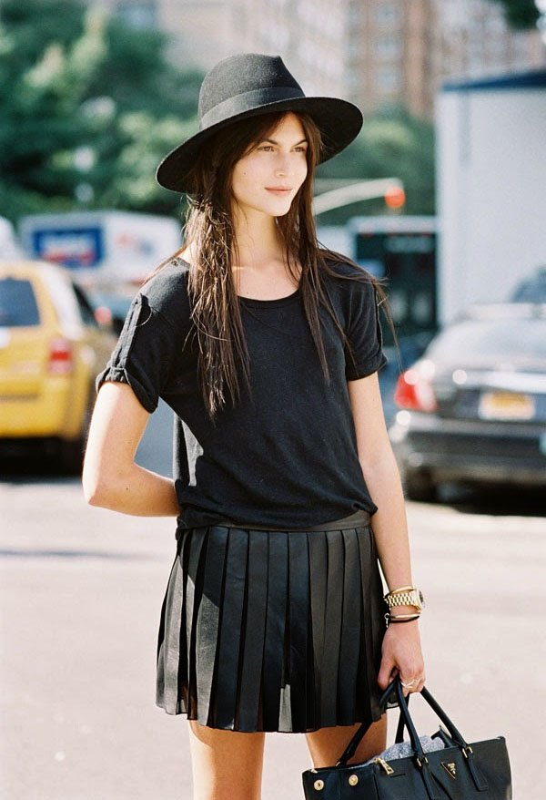 street-style-all-black-look-hat-t-shirt
