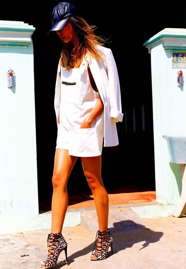 verao-look-jardienira-blazer-branco
