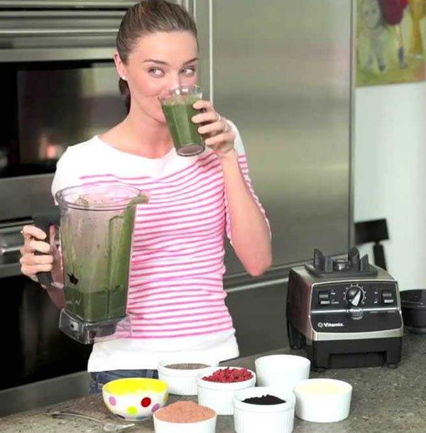 miranda kerr liquidificador suco verde