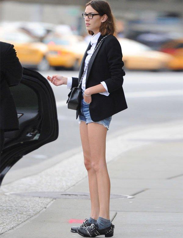 alexa chung short jeans blazer street style