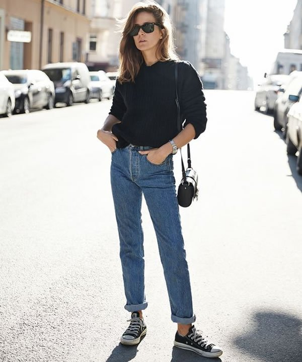mom jeans converse
