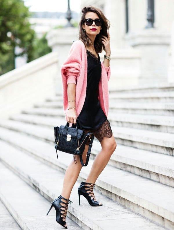 vestido preto casaco rosa