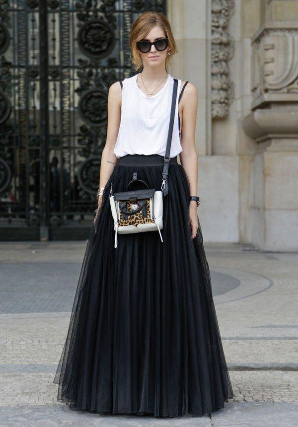 chiara ferrangi white t-shirt black skirt street style