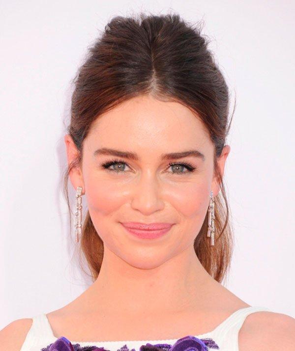 Emilia Clarke Cabelo Risca Central