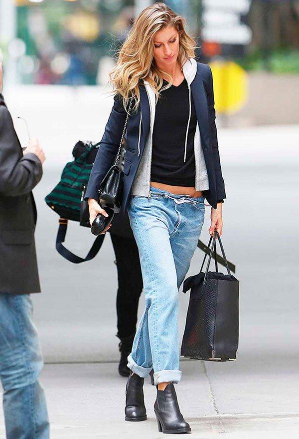 gisele bundchen street style moletom com blazer jeans