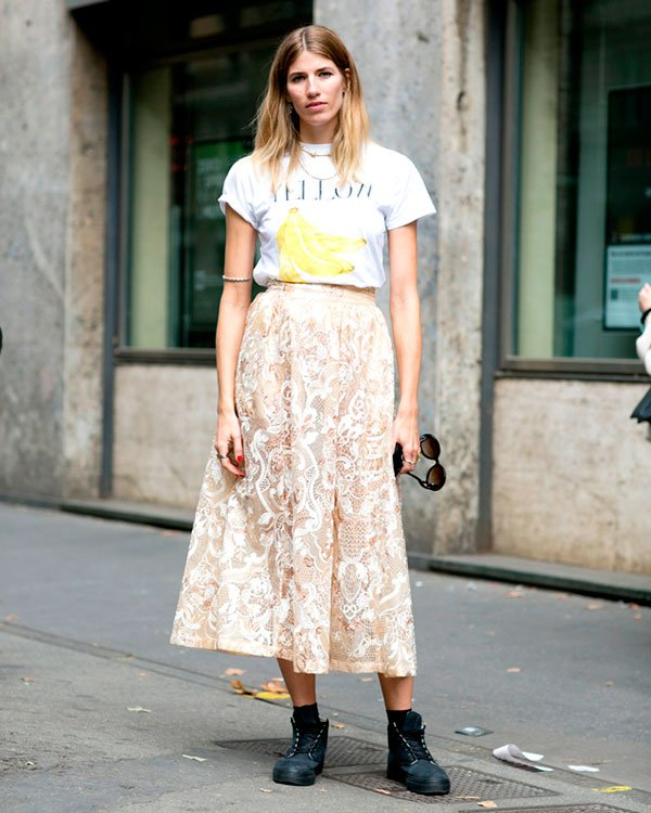 meia aparente look street style tshirt vogue saia renda bege