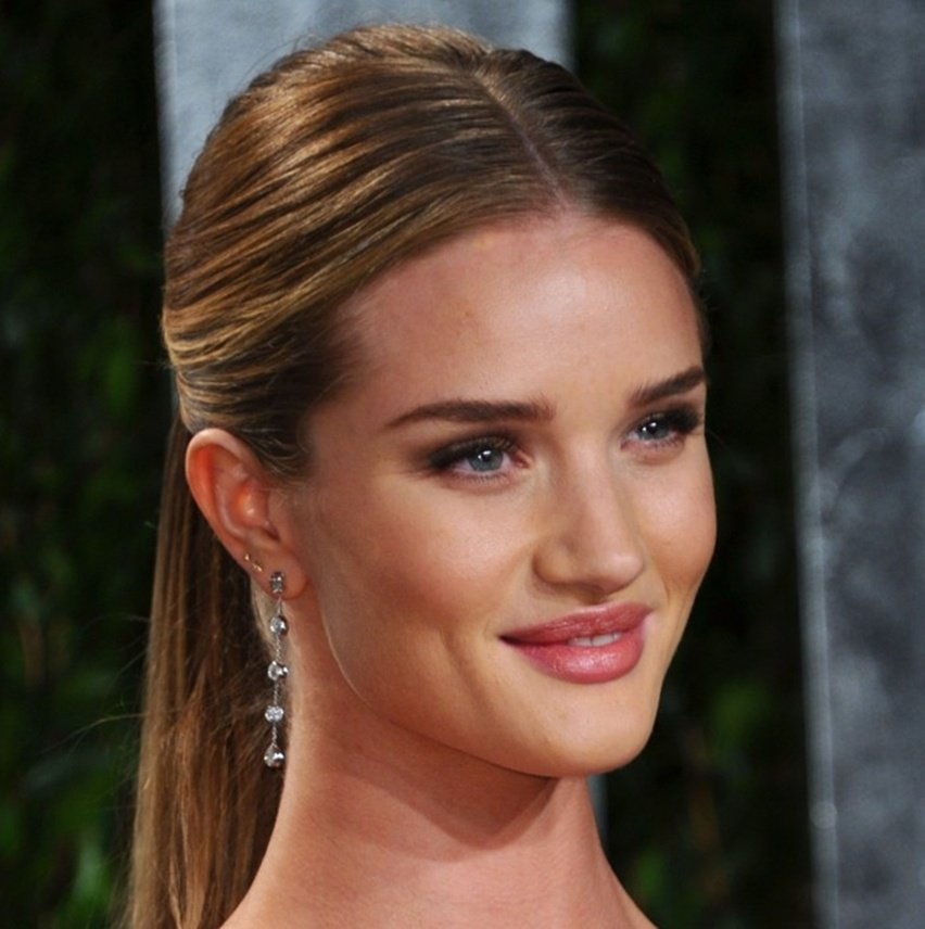 Rosie Huntington-Whiteley Cabelo Risca Central