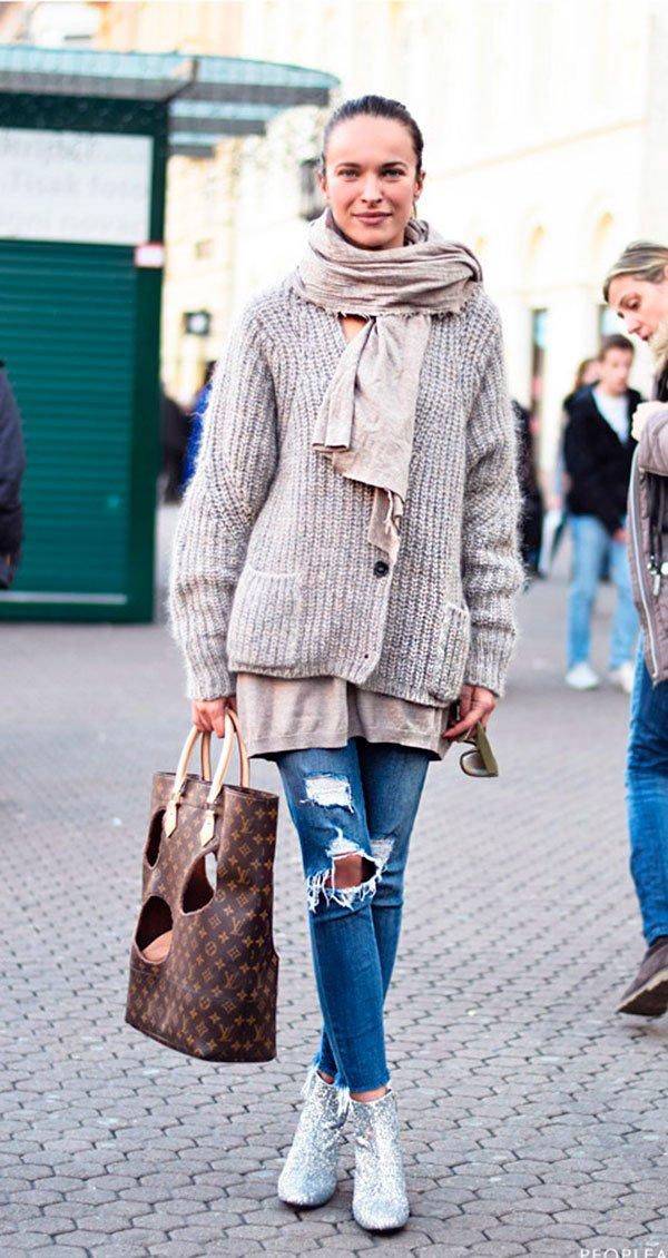 Street style usando bota com glitter