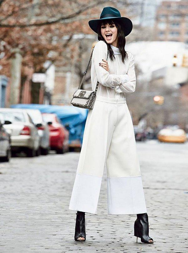 street style calca culotte com bota como usar looks chapeu total white