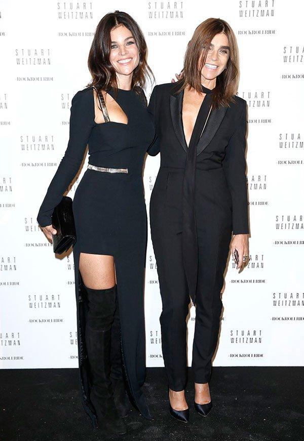 Carine e Julia Roitfield elegantes em evento com terno e scarpin, over the knee e vestido justo