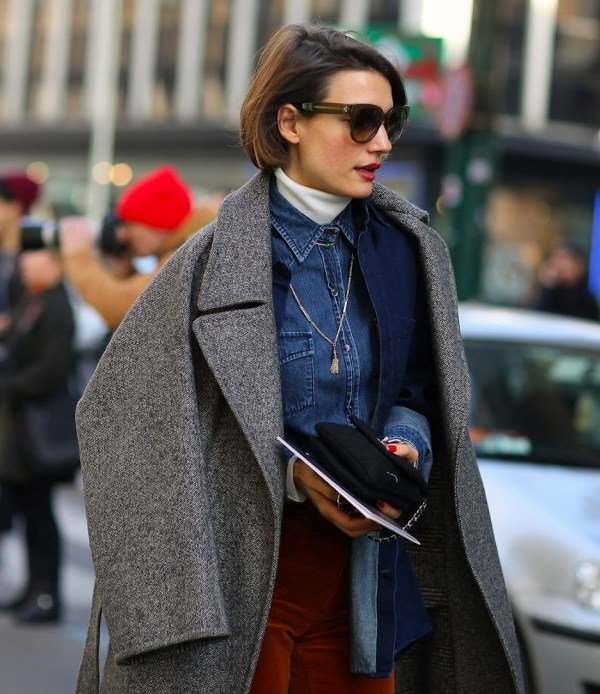 turtleneck street style com camisa jeans styling