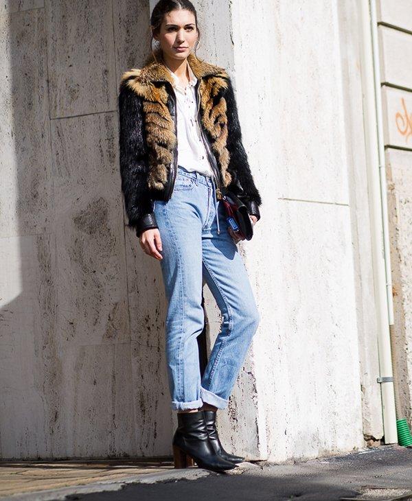 Jeans reto é uma peça super coringa e perfeita para essa meia estação