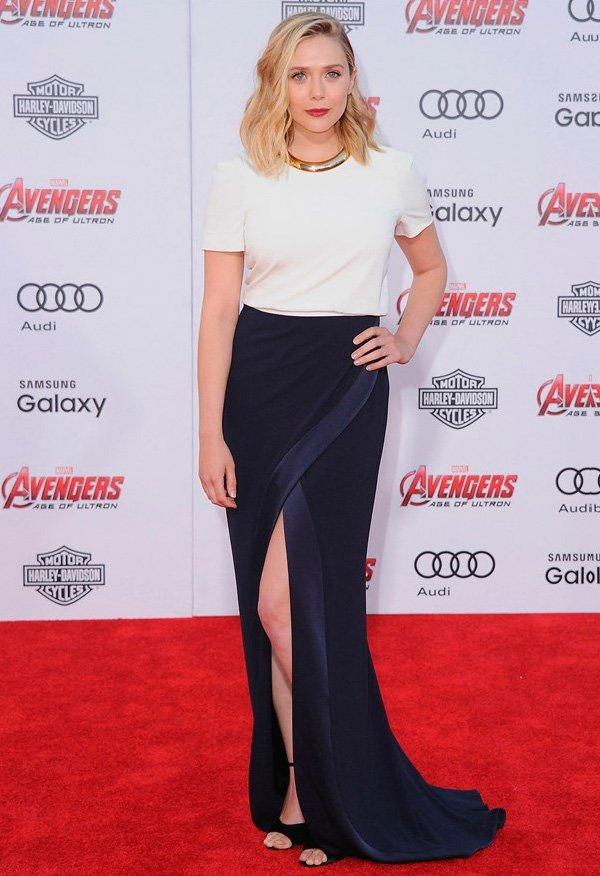 elizabeth olsen em red carpet do filme the avengers