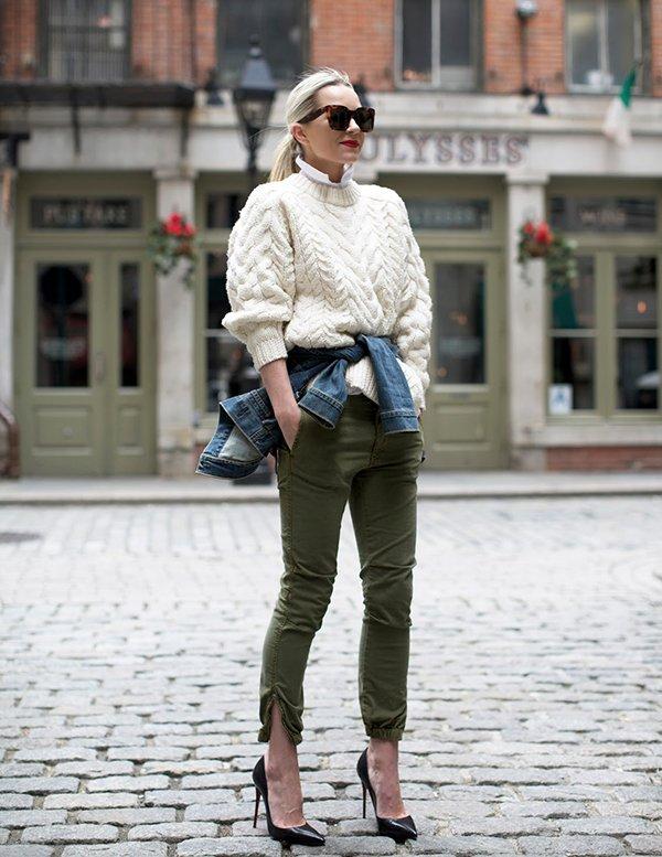 blair eadie usa jaqueta jeans amarrada na cintura