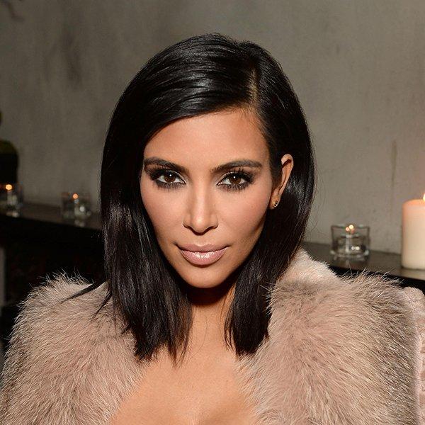 Kim Kardashian ama máscara de cílios
