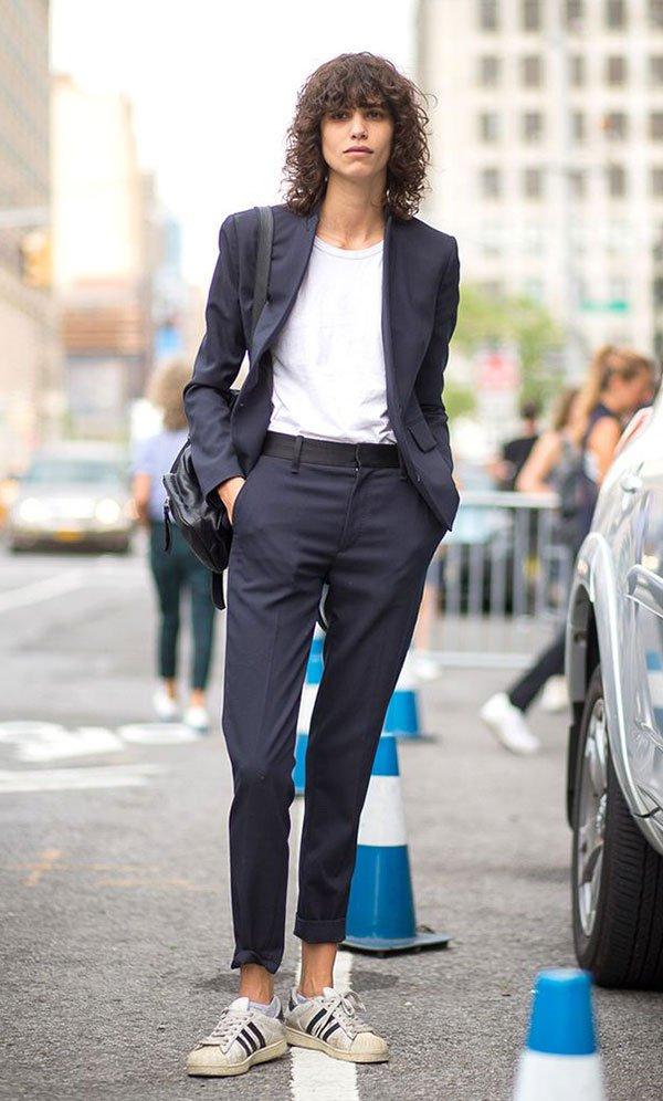 f4d53e8cf18 Terninho azul em street style look com tênis branco Adidas