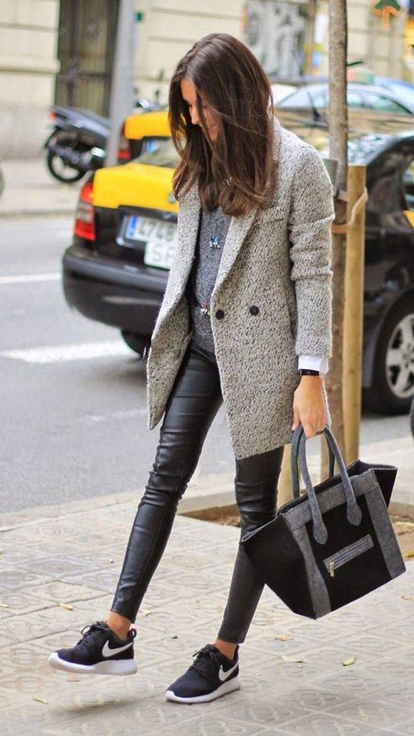 Calça Resinada preta e sobretudo