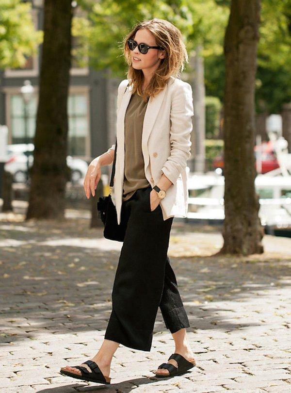 Blogueira usa tênis com blazer