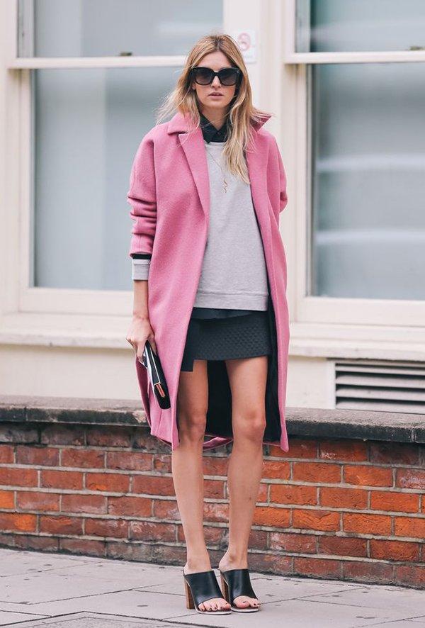 Camille Charrière arrasa com casacao rosa