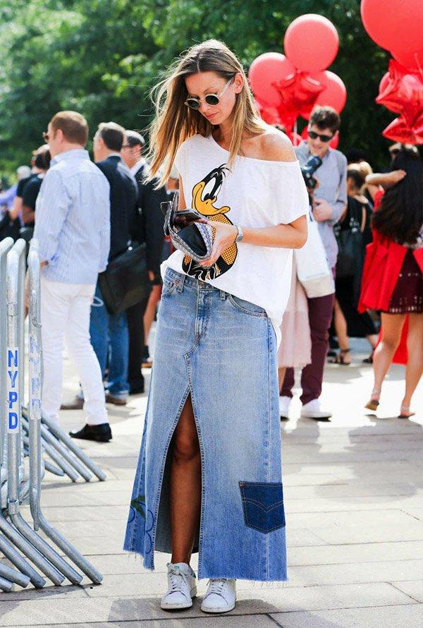 Saia Jeans com tênis é uma ótima combinação