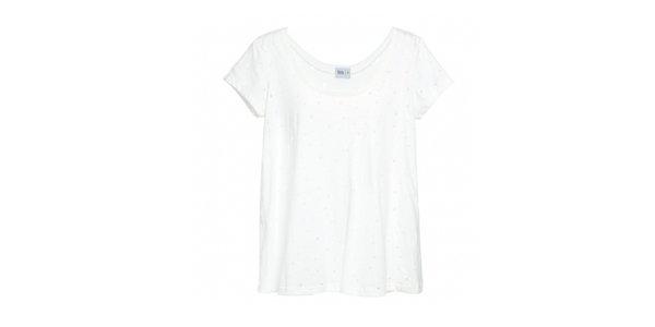 T-shirt branca furos