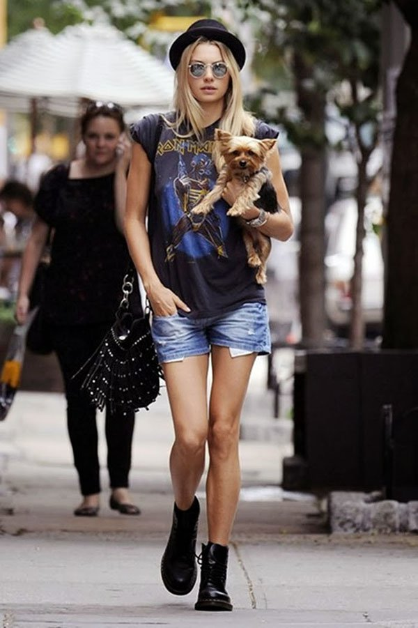Jessica Hart short jeans rocker look