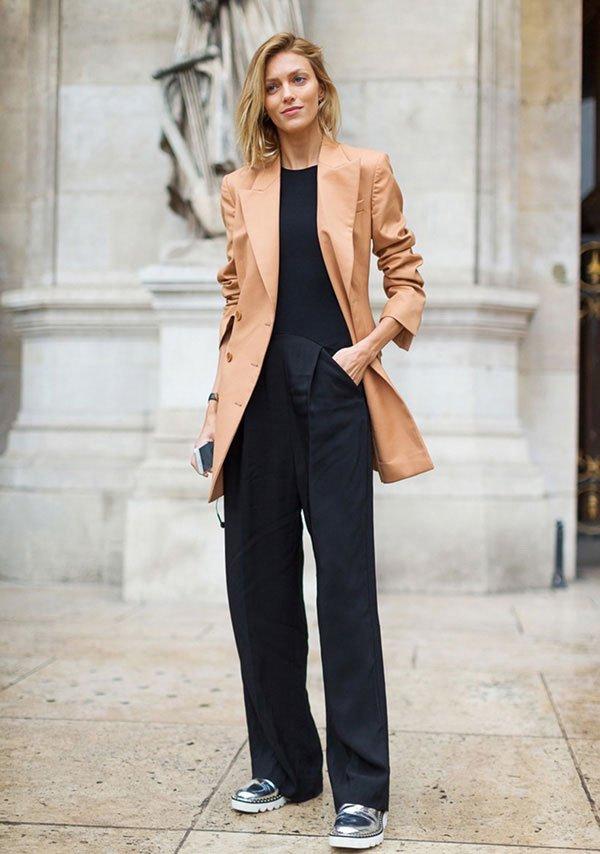 blazer camelo com pantalona preta