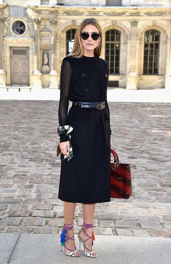 Olivia Palermo mostra como usar cinto sobreposto ao vestido social