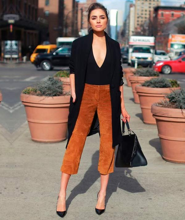 bodysuit com calça de suede