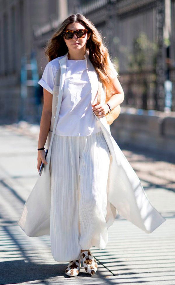 Street style look total white.