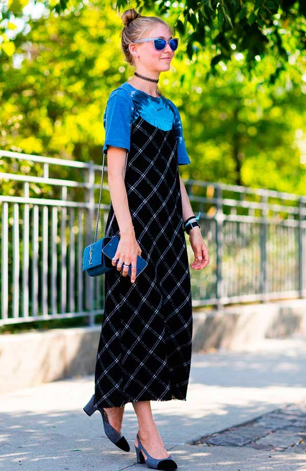 sobreposição t-shirt e slip dress