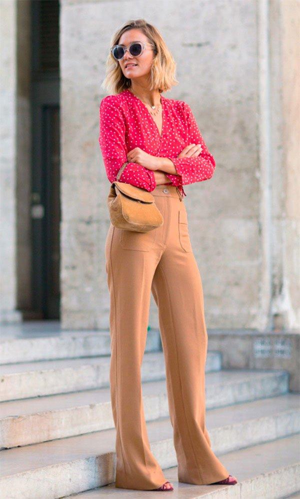 Street style look com camisa e calça.