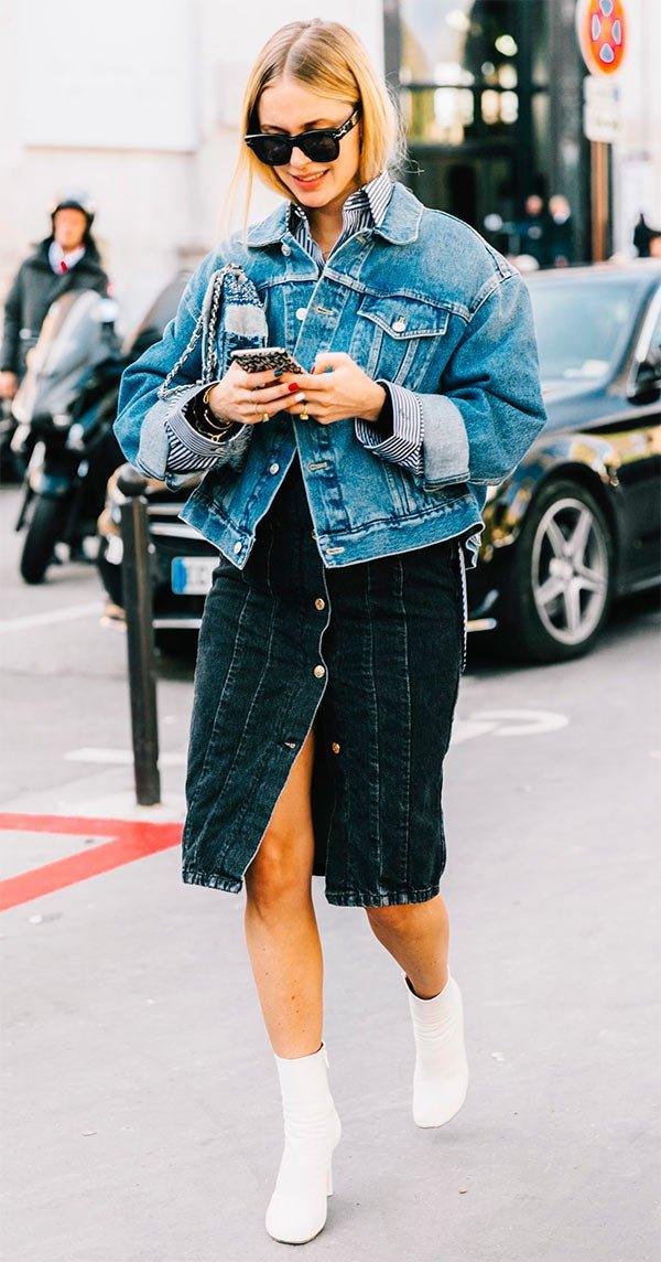 Street style look camisa com jaqueta.