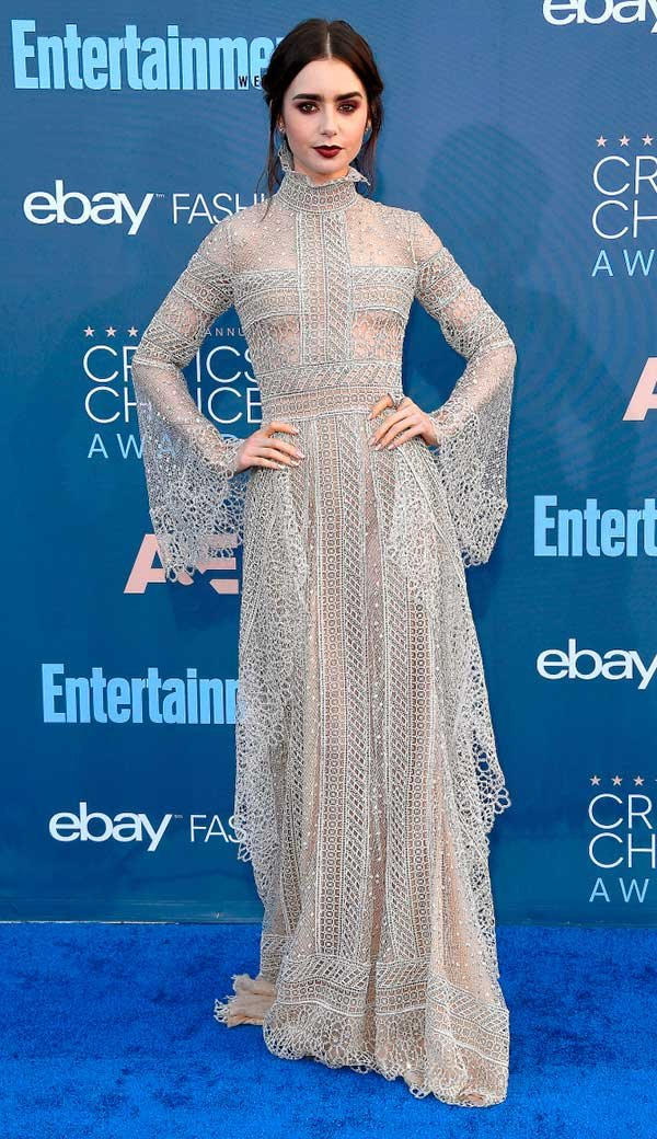 Lilly Collins de Elie Saab