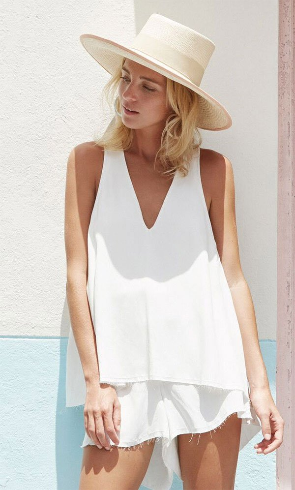 Street style look all white.