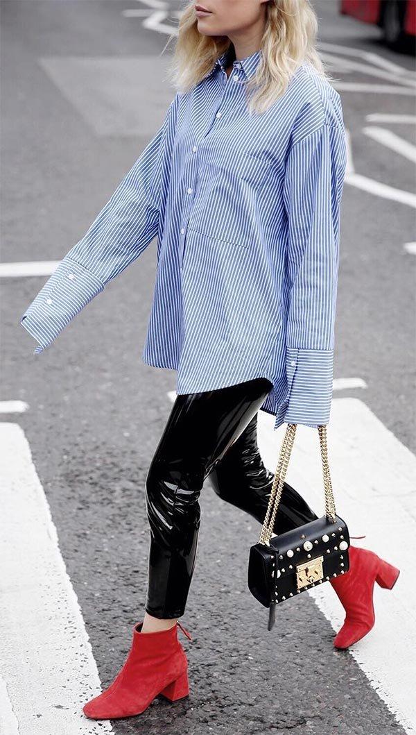 Street style look com bota vermelho.