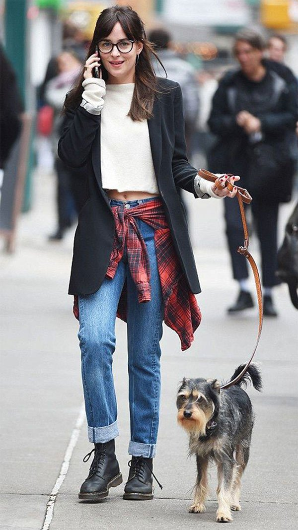 c114b0dad6 Street style look Dakota Johnson
