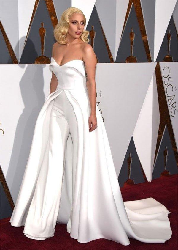 Lady Gaga veste Maxwell Gown