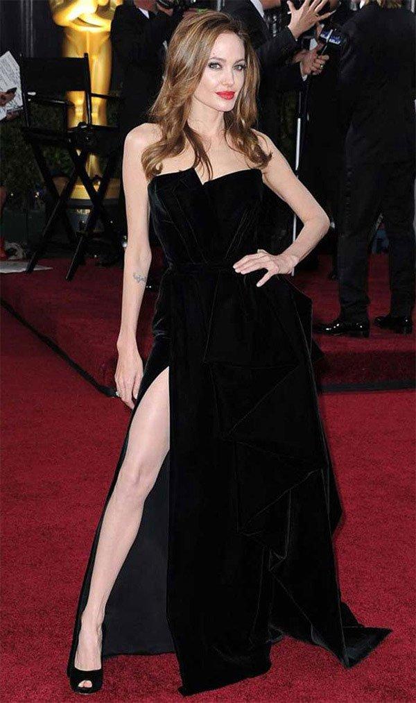 Angelina Jolie tapete vermelho.
